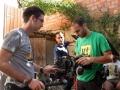 César Maderal, Manuel Cervantes y Pedro Estepa preparan el equipo para grabar.